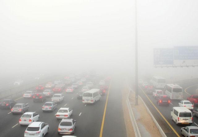 هوای مه آلود در شهر